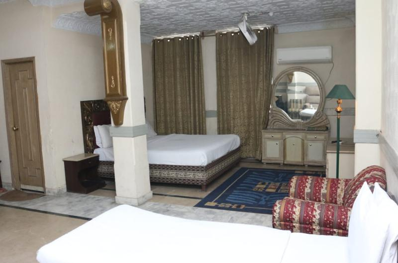 hotel-mayfair-lahore-Standard Suit