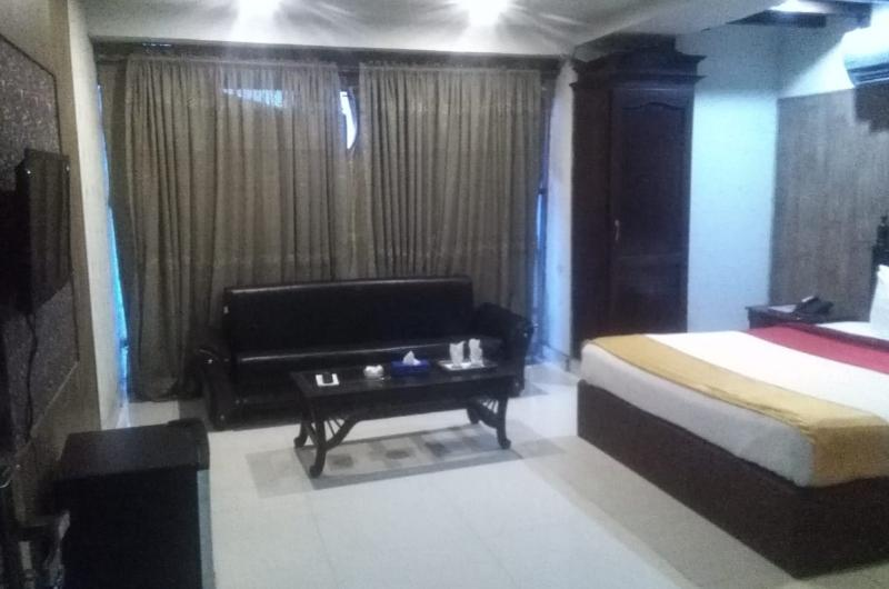 Quick Continental Hotel Lahore