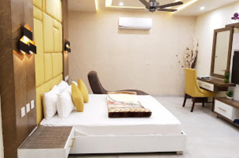 hotel-avalon-suites-multan-Deluxe Double Room