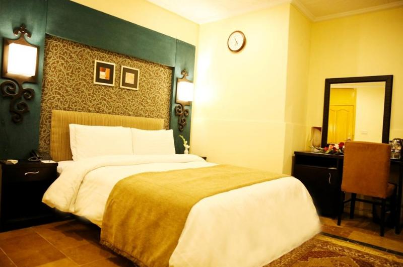 hotel-one-rahim-yar-khan-Deluxe Double Room
