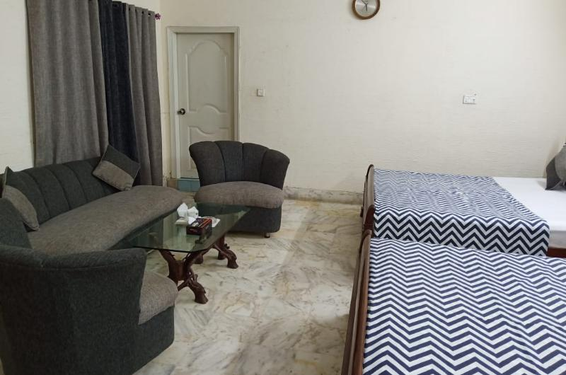 Luxury Palace Guest House Karachi
