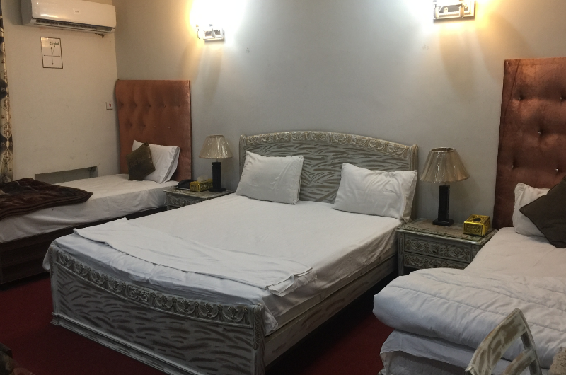 dove-inn-guest-house-Deluxe Quadruple Room