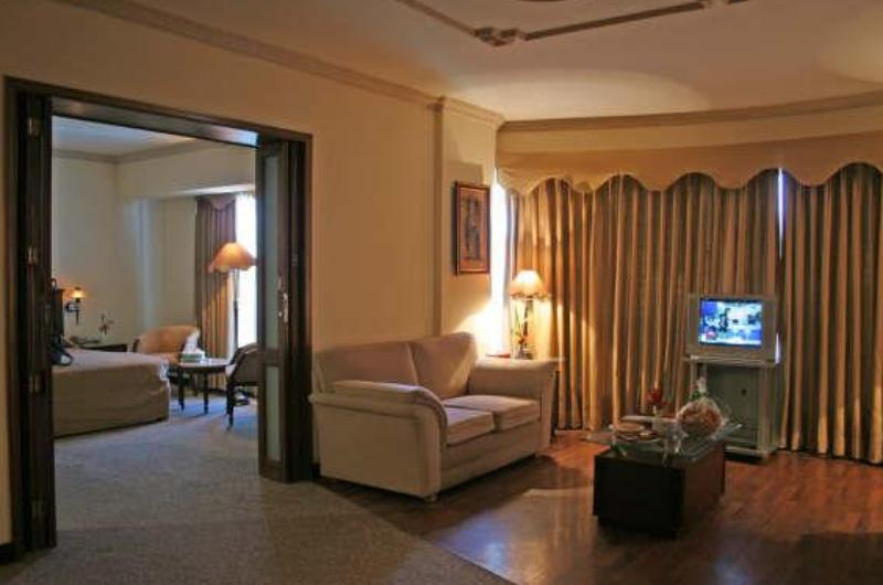 hotel-crown-plaza-lahore-Deluxe Suite