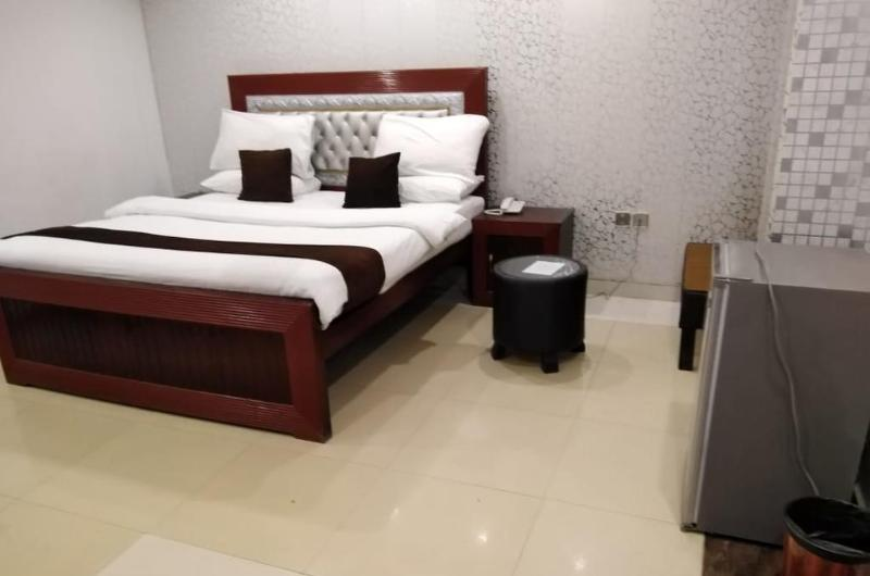 The Rich Hotel Lahore